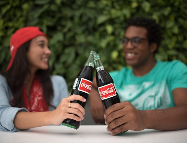 Coca-Cola-Store-Orlando-Couple